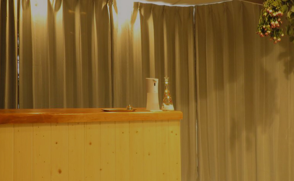 ウェットヘッドスパ専門店「快眠ヘッドスパヒペリカムplus.」日々の様々なストレスを改善していくことをしっかりと考えたサロンです。頭のコリをほぐし、快眠へと導きます。完全予約制・個室プライベートサロン【札幌市手稲区】